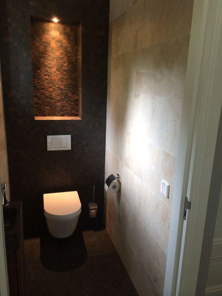 17 beste idee n over bruine tegel badkamers op pinterest betegelde badkamers badkamer en - Tegel imitatie parket badkamer ...