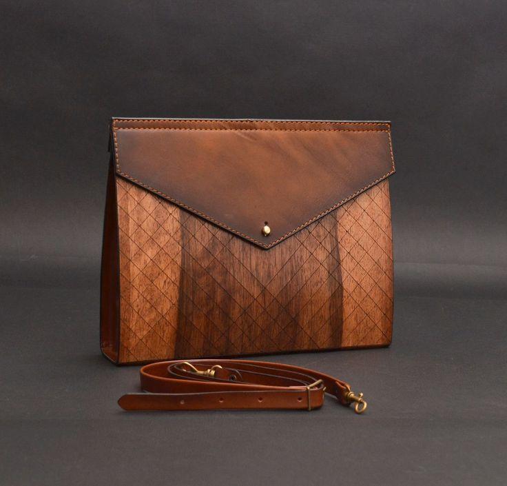"""Клатч из дерева """"Geometrika Big""""Размер клатча - 280*55*220 Женская сумочка-клатч «Geometrika Big» - это настоящее произведение прикладного искусства. Каждый клатч изготавливается только вручную и поэтому не существует двух идентичных изделий."""