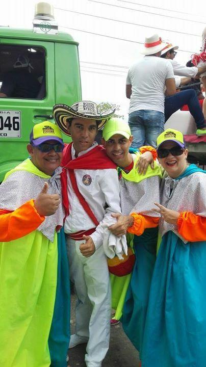 Cumbiamba golpe currambero y comparsa to'monocuco en la batalla de flores del carnaval de barranquilla 2015