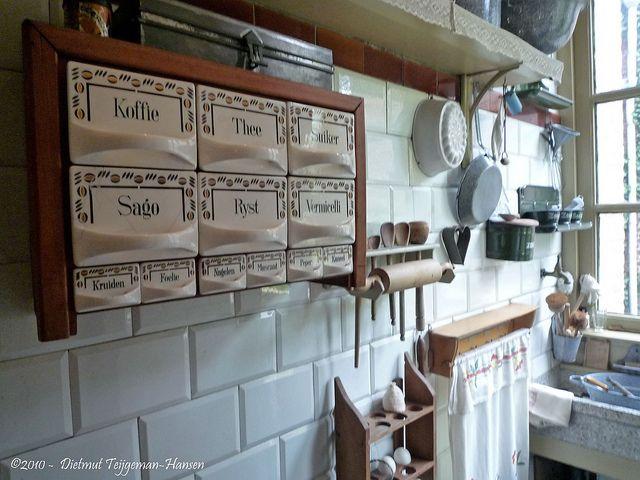 Keukenrek jaren 30 koffie thee suiker sago rijst vermicelli