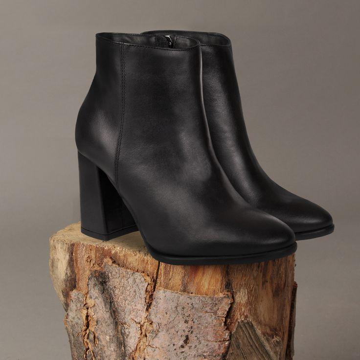Tak prezentują się nasze botki F188-1.  #handmade #shoes #leather #leathershoes