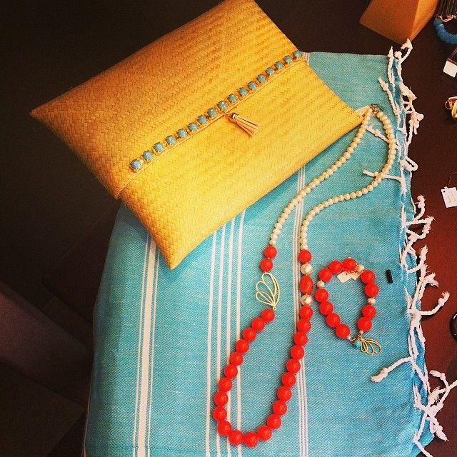New in: Clutch bag, Turkish bath towel, coral and pearls necklace and bracelet. We love them!