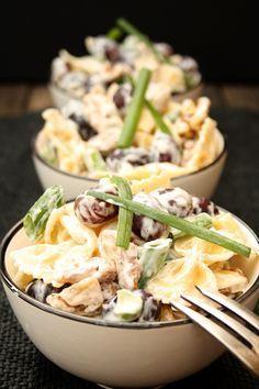 Nudelsalat mit Walnüssen, Weintrauben und Frischkäse-Dressing | Kochmädchen