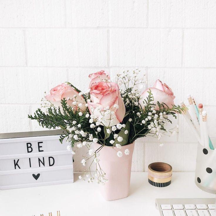Tem coisa melhor que decorar a casa com flores? Eu AMO   E como sei que não sou só eu que amo fiz uma parceria com a @giulianafloresoficial pra presentear você  Comprando na minha loja dentro do site da Giuliana (link na bio) o frete é grátis em compras a partir de R$6990 e usando o cupom JESS você ainda ganha 10% de desconto (válido até 09/12)