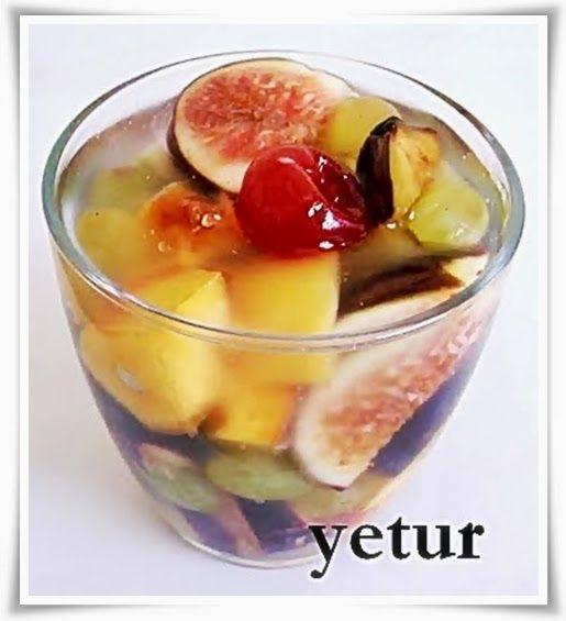 dilediğiniz meyva çeşitleri dilediğiniz büyüklükte doğrayın...   soğuk jölesi:  (tarif bana aittir)   2 su bardağı su  1 tatlı kaşığı ...