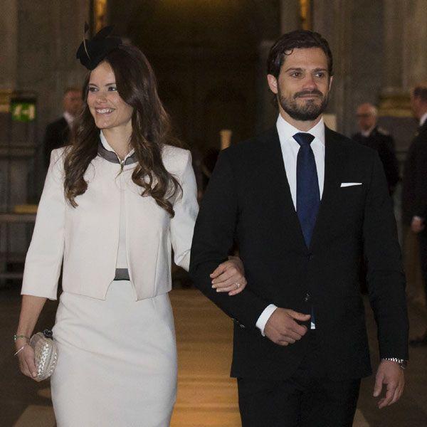 La Familia Real sueca al completo arropa al príncipe Carlos Felipe y Sofía Hellqvist en su lectura de amonestaciones