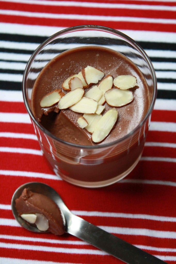 Nutella Panna Cotta...my finacé loves Panna Cotta & Nutella...perfect way to give him the best of both worlds!!!