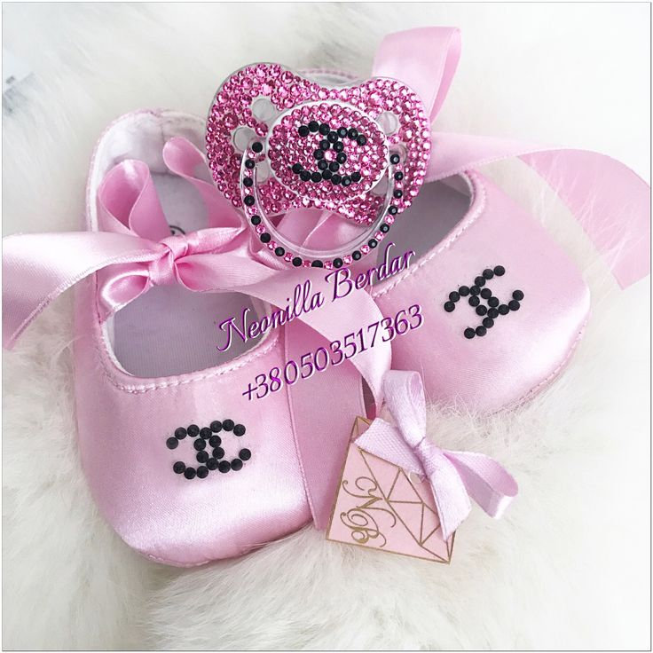 Chanel baby shower. Chanel pacifiers, pacifier clip, baby shoes, ballet baby, newborn baby, pacifier Swarovski. Swarovski pacifiers. Crystal pacifier dummy