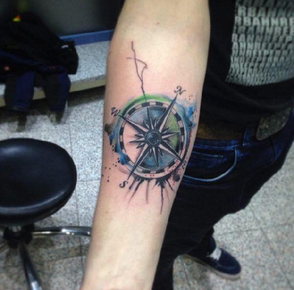 40 wundervolle kompass tattoos himmelsrichtungen kompass und einfache linien. Black Bedroom Furniture Sets. Home Design Ideas