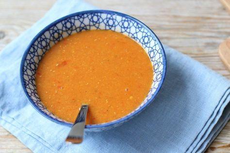 Op zoek naar een lekker soep recept? Maak dan eens deze paprika-linzensoep.