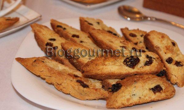 Итальянское печенье — бискотти с изюмом и миндалем