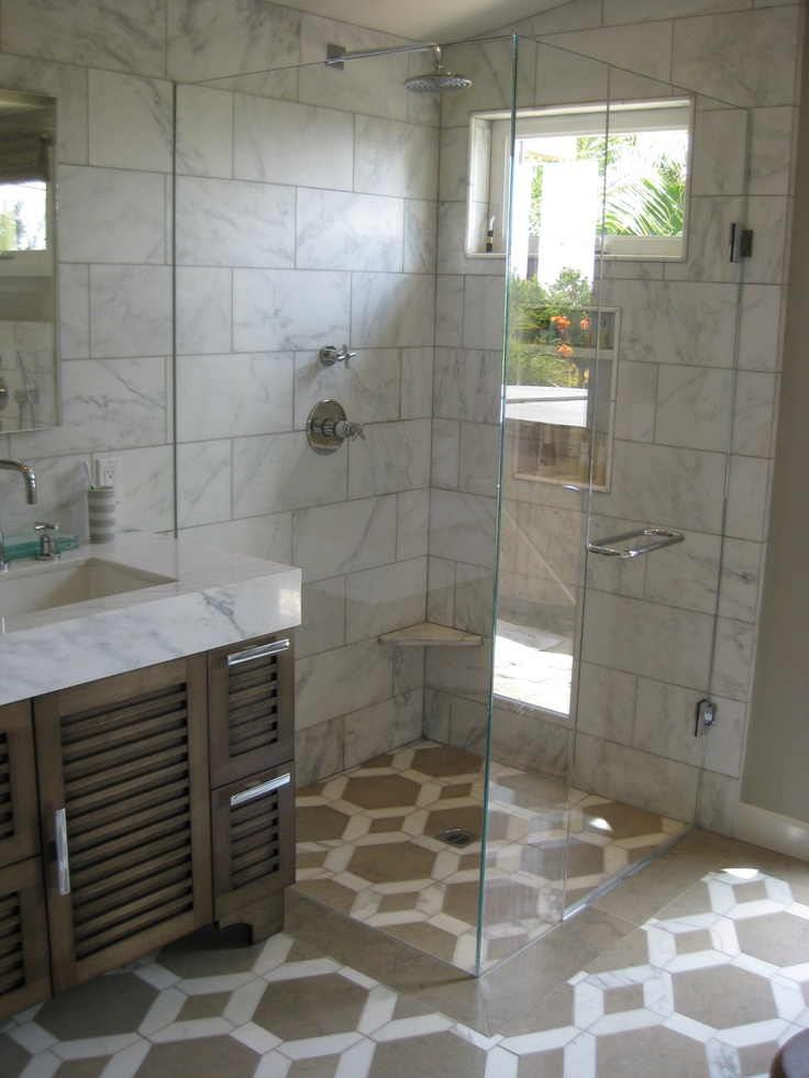 Beautiful Bathroom with Studio Moderne Hollywood Grand Pattern on the floor and Calacata Matble on the walls.