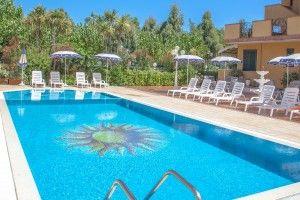 #piscina all'aperto #residence costazzurra #grottammare Vieni a scoprire le nostre offerte su http://www.costazzurraresidence.it/