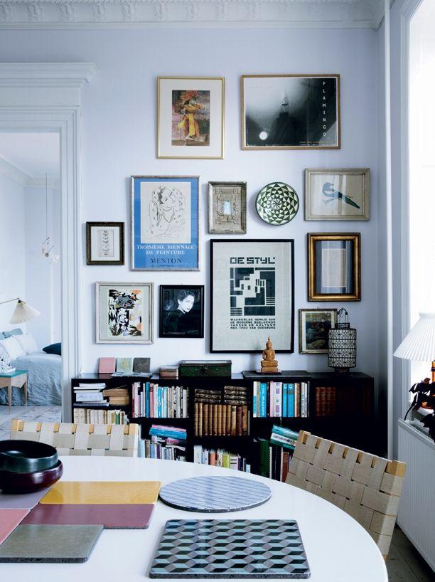 Josephine Akvama Hoffmeyer bor i en skøn og rummelig lejlighed på Østerbro i København. Hjemmet er fyldt med fund, der står Josephines hjerte nær, og rummene danner ramme for eksperimenter med maling, tapet og fliser fra hendes eget firma 'File Under Pop'. Kom med indenfor her ...
