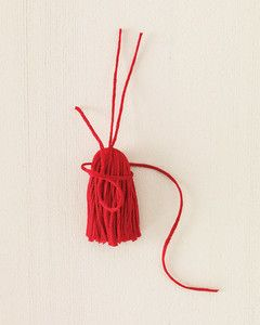 Follow these four easy steps to create a basic tassel of any size.Be sure to choose a washable fiber such as cotton if you plan to attach tassels to items you'll need to launder. For the best results, steam or iron out any kinks in the strands before you start making the tassels.