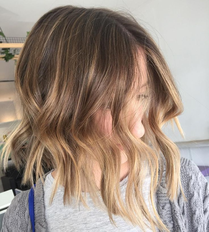 """""""Freehand painting and a big chop   loving the new Wella magma @wellapro_anz #wella #wellahair #vivalabonde #freehandpainting #balayage"""""""
