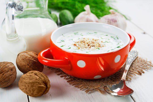 Летний обед: 5 рецептов холодных супов на любой вкус   Лето и холодные супы созданы друг для друга. Яркие сочные сочетания, минимум калорий и бодрящая свежесть… Что еще нужно для сытого счастья в жаркий июльский полдень? Сегодня обсуждаем рецепты самых любимых летних супов. #едимдома #готовимдома #рецепты #кулинария #домашняяеда #суп #лето