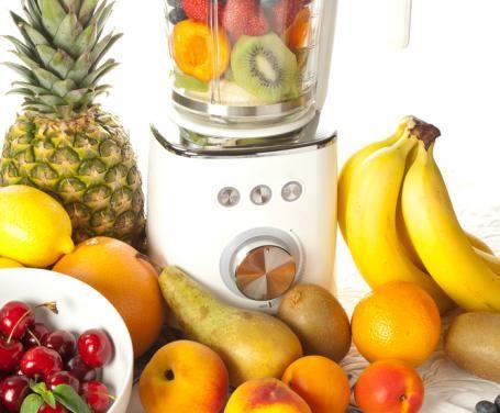 Quando la calura estiva si fa sentire, cosa c'è di meglio di un frullato o un frappé di frutta?