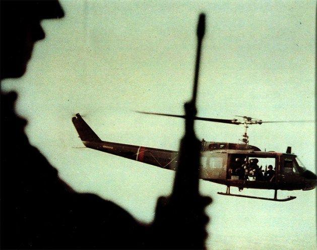 В Чикаго проходит выставка работ солдат-фотографов, снимавших войну во Вьетнаме — Вьетнамская война в снимках служащих фотодепартамента армии США.