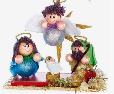 Nacimiento navideño con esferas y goma eva | Aprender manualidades es facilisimo.com