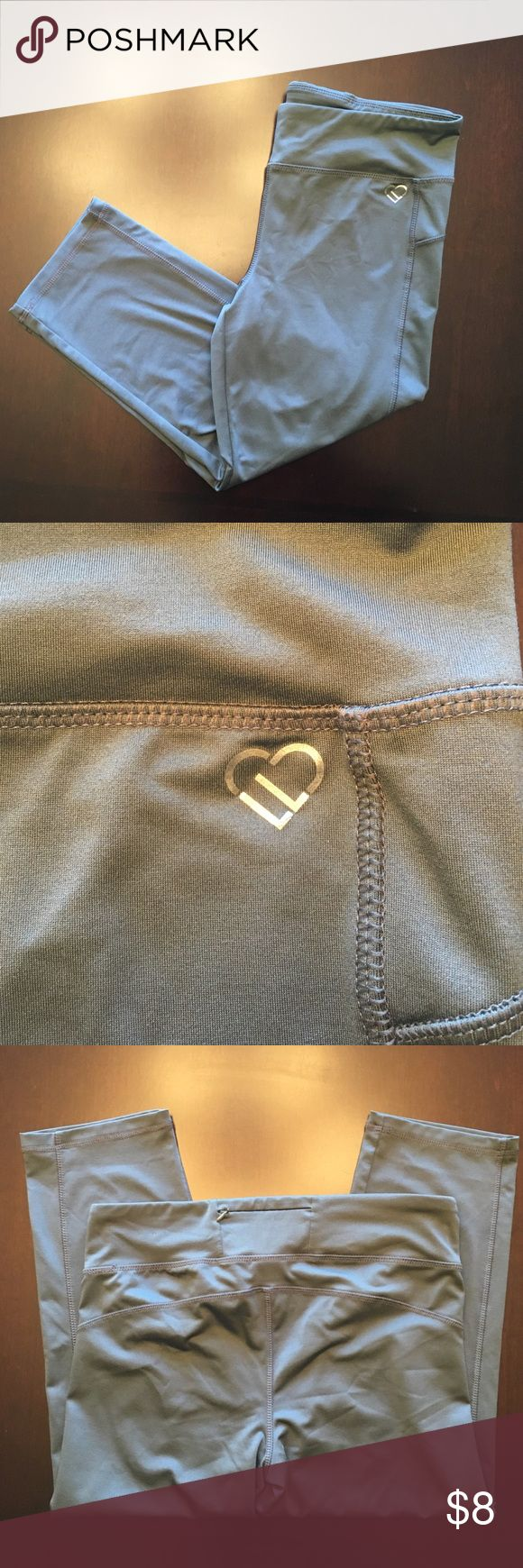 Live Love Dream Gray Athletic Capris EUC! Zippered pocket in the back for keys. Size Large. Aeropostale Pants
