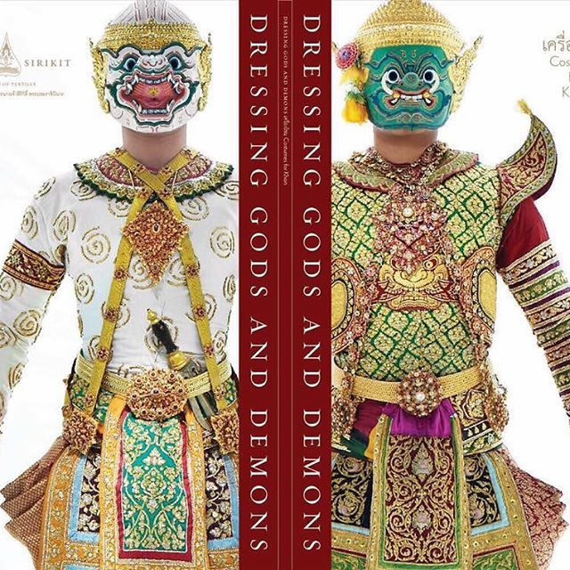"The Nation Treasure Exhibition, August 4th,2016 at The Museum of Textile, The Grand Palace Bangkok. ""นิทรรศการเครื่องโขน"" พิพิธภัณฑ์ผ้าในสมเด็จพระนางเจ้าสิริกิติ์ พระบรมราชินีนาถ หอรัษฎากรพิพัฒน์ พระบรมมหาราชวัง 4 สิงหาคม 2559  ออกแบบนิทรรศการโดย be-our-friend studio ออกแบบหนังสือประกอบนิทรรศการ โดย 1000 ponies co.,ltd.  ถ่ายภาพเครื่องโขน โดย วสันต์ ผึ่งประเสริฐ Wasan Puengprasert @wasanphoto กำกับศิลป์ภาพถ่าย โดย จิรัษฐ์ ทรัพย์พิศาลกุล Jirat Subpisankul @sanshai curator สุทธิรัตน์…"