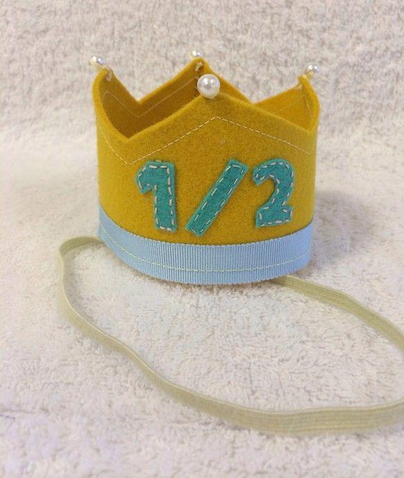 ベビー、キッズのお誕生日は家族にとって大イベント。そんな日に主役にぴったりのちいさな王冠です。頭にちょこんとのせて可愛さ倍増。記念写真におすすめです。オーダー...|ハンドメイド、手作り、手仕事品の通販・販売・購入ならCreema。