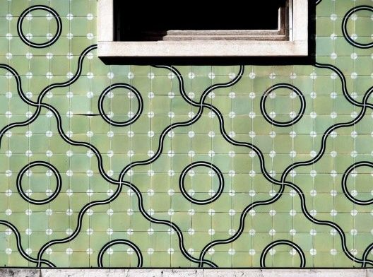 José de Almada Negreiros | Fachada com azulejo de padrão / Façade with pattern azulejo | Rua do Vale do Pereiro | 1949 #Azulejo #AlmadaNegreiros #Padrão #Pattern