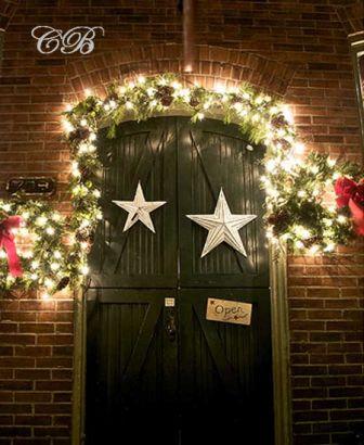 No olviden decorar su casa en Navidad, la recomendación es que pongan una guirnalda con luces en la puerta,  hagan un centro de mesa casero pero bien creativo y le apuesten a un listón rojo con botas navideñas.  http://www.linio.com.co/salud-y-cuidado-personal/?utm_source=pinterest&utm_medium=socialmedia&utm_campaign=COL_pinterest___saludbelleza_saludcuidadopersonalhome_20131223_18&wt_sm=co.socialmedia.pinterest.COL_timeline_____saludbelleza_20131223saludcuidadopersonalhome.-.saludbelleza