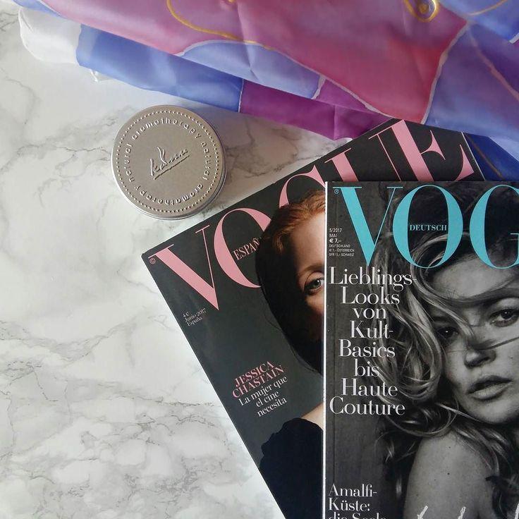 Przed Tobą TRZY informacje które umilą poniedziałek.  Za kilka miesięcy pojawi się Polska edycja Vogue'a!  Moje wieloletnie zbieranie ich zmieni swoje znaczenie o 180   Odkryłam najcudowniejszy krem na całym świecie (a dodatkowo pachnie nieziemsko!) do kupienia w @lakerwislna3  Taka apaszka jak na zdjęciu pojawi się w wiosennej kolekcji MDST