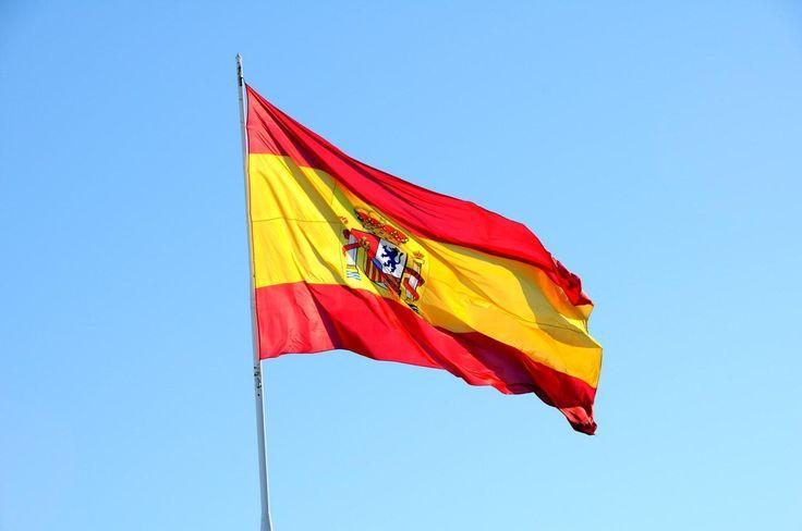 Cómo se celebra el Día de la Hispanidad. El 12 de octubre es el día de la Fiesta Nacional en España, pero también se celebra en otros países del ámbito latinoamericano, aunque con diferentes denominaciones y matices. Asimismo, es la festivid...