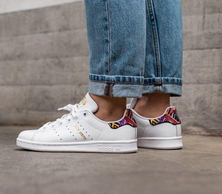 Athlokinisi   Sport shoes fashion, Adidas originals stan smith ...