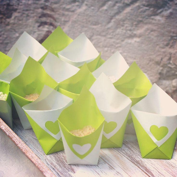 Origami porta riso http://laweddy.blogspot.it/2011/09/diy-origami-porta-bon-bon.html
