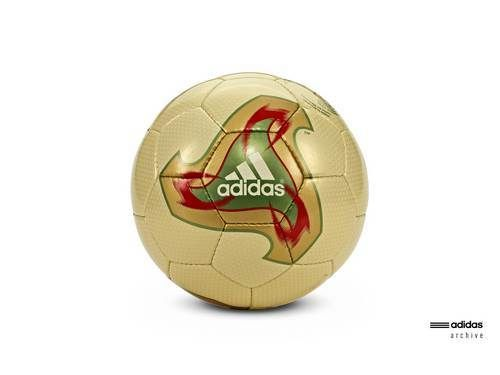 adidas Fevernova bola resmi Piala Dunia 2002 Korea Selatan dan Jepang