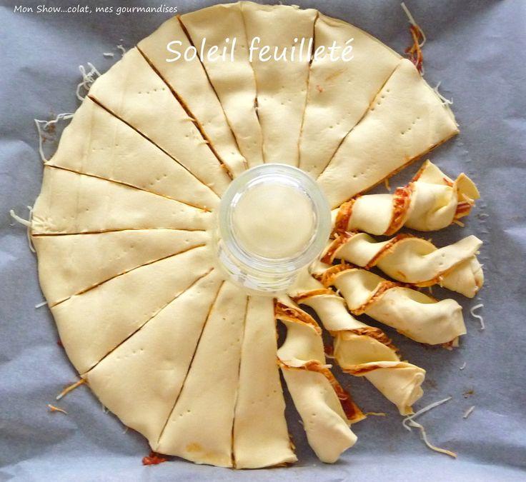 Un soleil feuilleté pour l'apéritif ... Préchauffer le four à 210°C - 2 pâtes feuilletées - 1 boîte de tomates concassées - Comté râpé - 1 oeuf - graines de pavot pour la déco (ou sésame etc... ) Enfourner pendant une vingtaine de minutes