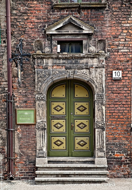 green Gdansk door, Poland  by nessa.gnatoush, via Flickr