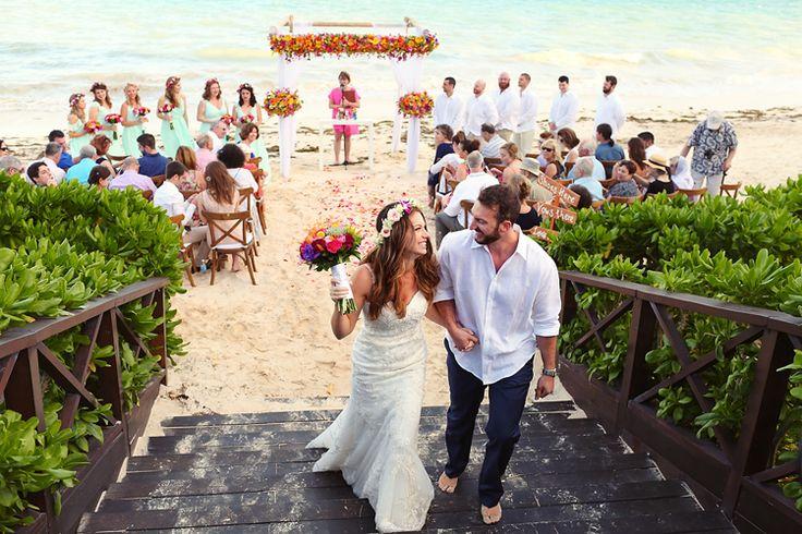 A gorgeous beach wedding in Mexico | Wedding venue: Now Sapphire Riviera Cancun (Jonathan Cossu Photographer)