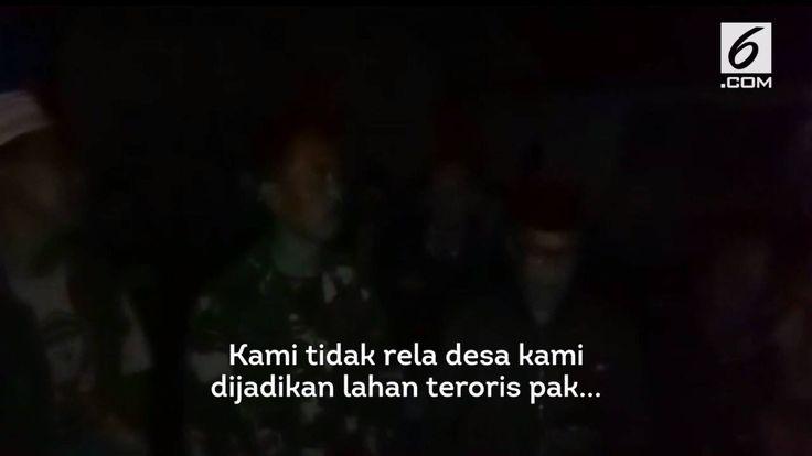 Puluhan warga Desa Sirnagalih, berunjuk rasa usai Salat Subuh Mereka mendatangi rumah orangtua terduga pengebom Kampung Melayu, Ahmad Sukri. Warga menolak jika Ahmad Sukri dimakamkan di Desa Sirnagalih Bandung Jawa Barat