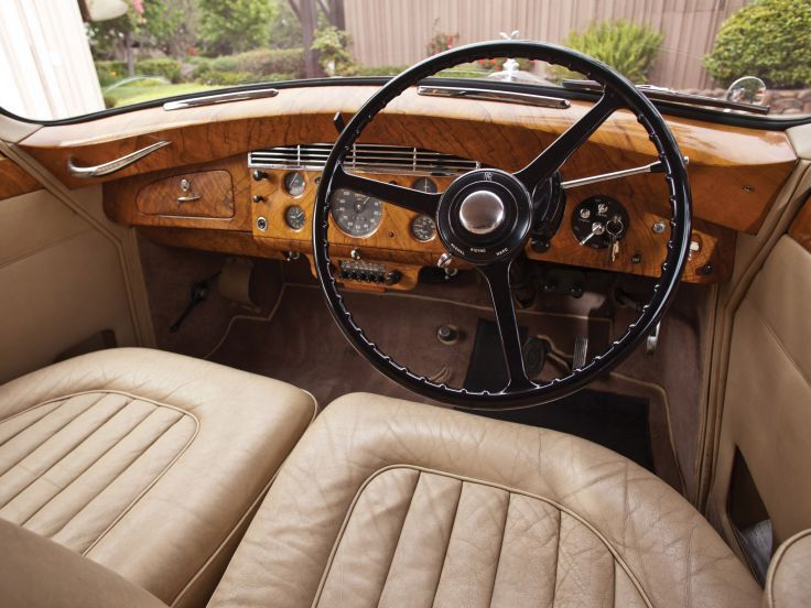 17 best ideas about rolls royce silver wraith on pinterest rolls royce uk vintage rolls royce. Black Bedroom Furniture Sets. Home Design Ideas