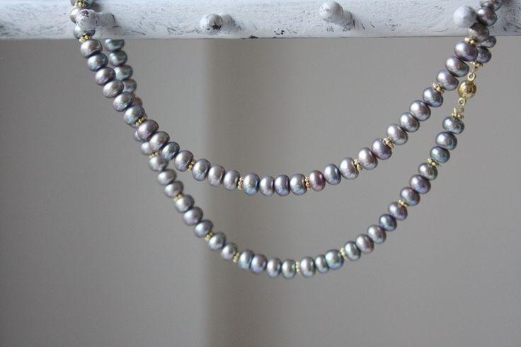 Perlenketten - kleine Perlen mit Goldblumen grau - ein Designerstück von von-elna bei DaWanda