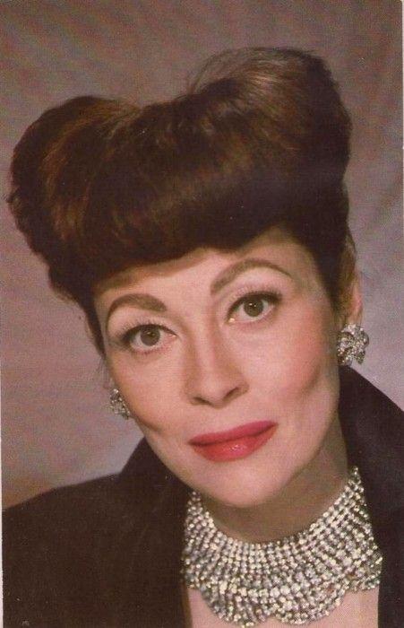 """Faye Dunaway as Joan Crawford in """"Mommy dearest""""."""