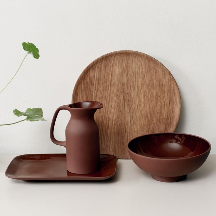 Inspired by hand-made ceramics, the Olio collection designed by Barber & Osgerby for Royal Doulton adds rustic detail to your home.