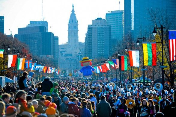 Philadelphia Thanksgiving Day ParadeDate & Time Thanksgiving Day Thursday, November 27, 2014  The parade broadcast begins at 8:30 a.m and ends at approximately 12 noon.