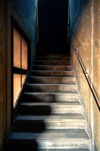 il buio in cima alle scale