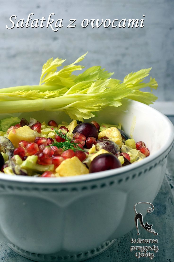 Kulinarne Przygody Gatity Przepisy Pelne Smaku Salatka Ze Swiezym Ananasem I Winogronami Vegetables Food Celery