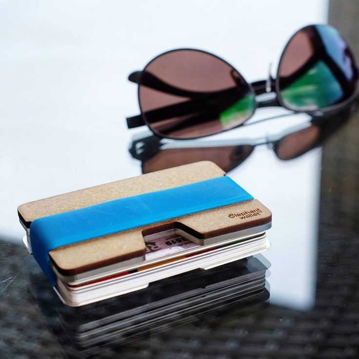 "Polubienia: 64, komentarze: 1 – Elephantwallet (@elephantwallet) na Instagramie: ""Minimalist wood wallet with silicon band and insertkey  All in our shop ⤴ ⤴ ⤴  We ship worldwide 🌎…"""