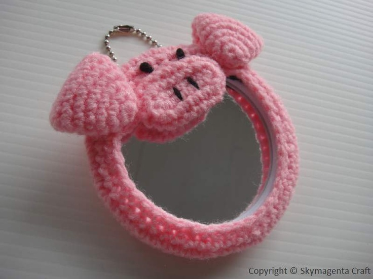 -Crochet Handy Mirror PIGGY Round 8 cm by skymagenta