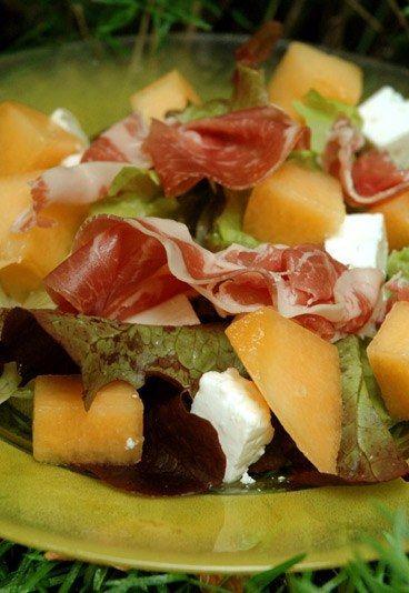 Insalata di melone, feta, e prosciutto crudo