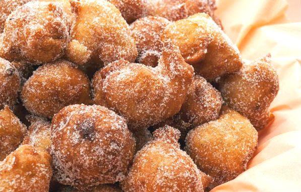 Una semplice, deliziosa valanga di dolcissime #frittelle per festeggiare San Giuseppe, a #Milano!!! Come non cadere nella tentazione di prepararle?? Buonissime!