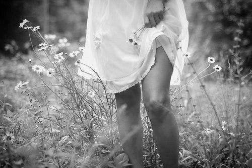 Евгений Евтушенко  Я люблю тебя больше природы, Ибо ты как природа сама, Я люблю тебя больше свободы, Без тебя и свобода тюрьма!  Я люблю тебя неосторожно, Словно пропасть, а не колею! Я люблю тебя больше, чем можно! Больше, чем невозможно люблю!  Я люблю безрассудно, бессрочно. Даже пьянствуя, даже грубя. И уж больше себя - это точно. Даже больше чем просто себя.  Я люблю тебя больше Шекспира, Больше всей на земле красоты! Даже больше всей музыки мира, Ибо книга и музыка - ты.  Я люблю тебя…